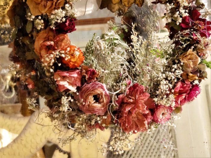 plant, flower, decoration, decor, wreath, ornament, christmas decoration, floristry, dried flowers, flower bouquet, floral design, centrepiece, flower arranging